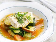 Seelachs mit Zucchini und Paprika ist ein Rezept mit frischen Zutaten aus der Kategorie Brühen. Probieren Sie dieses und weitere Rezepte von EAT SMARTER!