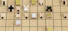 アートディレクターの稲葉大明氏により考案された、初心者用の将棋駒「大明駒」の紹介します。未経験者や海外の方にも、手軽にわかりやすく将棋を体験してもらうという目的でデザイン。駒木地には将棋の町である山形県天童市産の駒を使用し、ひと駒ずつ丁寧に手塗りされています。将棋盤に並べられた大明駒のデザインも魅力的。