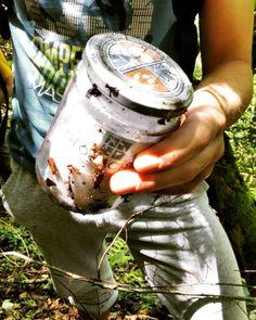 """Oggi con i ragazzi del gruppo Spazio Libero di Thiene abbiamo ritrovato la #cache nascosta in prossimità dell'ingresso della grotta """"Buso della Pisatela"""" sull'Altopiano Faedo-Casaron posizionata poco più di 1 anno fa! Abbiamo firmato il logbook e scambiato alcuni oggetti presenti nel contenitore... #geocaching #biosphaera #busodellarana #visitveneto #geocachingadventures"""