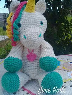 Produzido com linha 100%algodão. Olhos com trava de segurança. Cor desejada pelo cliente. Crochet Unicorn Pattern Free, Crochet Quilt Pattern, Disney Crochet Patterns, Giraffe Pattern, Crochet For Kids, Crochet Baby, Knit Crochet, Horse Fabric, Crochet Animals