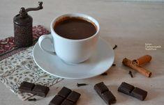 Ένα τέλειο ρόφημα για τους λάτρεις της σοκολάτας! Μια καλή ζεστή σοκολάτα είναι ό,τι πρέπει για να ζεστάνουμε σώμα και ψυχή, για να αποζημιωθούμε μετά από μια κουραστική μέρα, για να σταματήσουμε δυσάρεστες σκέψεις, για να γλυκαθούμε τέλος πάντων, μεταφορικά και κυριολεκτικά! Σε όλους πιστεύω έχει τύχει να διαπιστώσουν ξαφνικά …