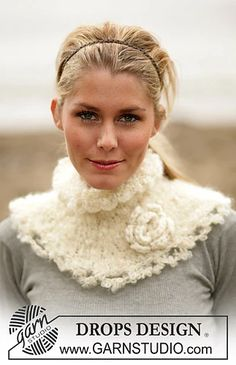 Ravelry: DROPS Neck warmer in Puddel with flower in Eskimo pattern by DROPS design Crotchet Patterns, Knitting Patterns Free, Free Knitting, Free Pattern, Drops Design, Crochet Hook Sizes, Knit Or Crochet, Eskimo, Magazine Drops