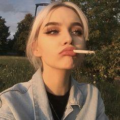 Aesthetic Girl - Hello my page Grunge Look, Grunge Girl, Women Smoking, Girl Smoking, Bad Girl Aesthetic, Aesthetic Grunge, Cigarette Aesthetic, Western Girl, Tyler The Creator