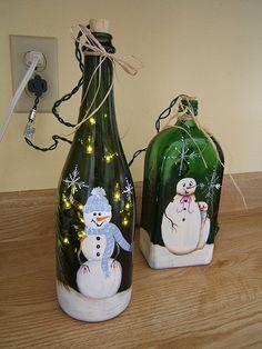 one stroke snowmen & christmas lights painted Christmas Bulbs Crafts ideas Glass Bottle Crafts, Wine Bottle Art, Painted Wine Bottles, Lighted Wine Bottles, Wine Glass, Glass Bottles, Decorated Bottles, Bottle Lights, Beer Bottle