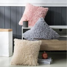 Fluffy feel makes feather throw blanket as inviting and cozy as it looks. It brings a sense of luxurious style and texture to any room. Faux Fur Throw, Pink Grey, Pillow Covers, Feather, Room Decor, Cozy, Throw Pillows, Flooring, Texture