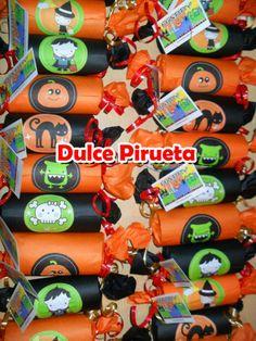 SOUVENIRS GOLOSINEROS HALLOWEEN Wine Rack, Halloween, Home Decor, Projects, Homemade Home Decor, Bottle Rack, Halloween Labels, Wine Racks, Decoration Home