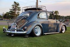 I dig this bug.  The deep dish wheels with the old style hubcaps is a nice touch