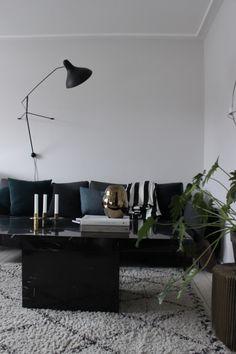 Black marble table livingroom
