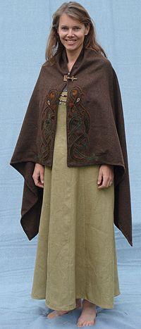 Nice rectangular viking cape. Dam caper | Maria