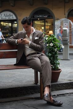 """bowtiedandstarryeyed: """" menofhabit: """" downeastandout: """" This reminds me, I was sitting outside a cafe in Rome about a week ago when this middle-aged American guy in Belgian loafers, a custom. Gentleman Mode, Gentleman Style, American Guy, Pinstripe Suit, Mens Style Guide, Well Dressed Men, Fashion Lookbook, Cool Suits, Style Guides"""