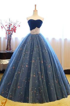 Ball Gown Sweetheart Court Train Navy Blue Lace Prom Dress with Beading - atemberaubende kleider Blue Lace Prom Dress, Dark Blue Prom Dresses, Sweetheart Prom Dress, Dress Prom, Dress Long, Sweet 16 Dresses Blue, Lace Dress, Gown Dress, Blue Quinceanera Dresses
