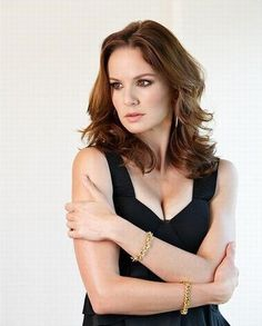 The Guys and Girls of The Walking Dead Have Had A Wash, And They& Looking Hotter Than Ever Sarah Wayne Callies, Pretty People, Beautiful People, Beautiful Females, Sara Tancredi, Michael And Sara, Michael Scofield, Us Actress, Girl M