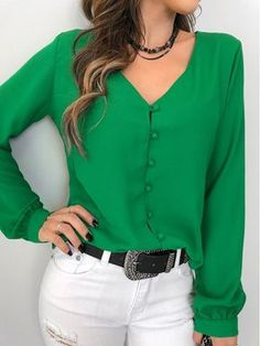 Camisa-Nilsa Size Small - Green or RedThat top color 👌🏻👌🏻Love the color and simple lines of blouse Bluzka DARINDA Blouse Styles, Blouse Designs, Hijab Fashion, Fashion Dresses, Work Fashion, Fashion Tips, Fall Outfits, Casual Outfits, Couture Tops