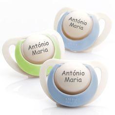 Chupetas NUK Genius em silicone. Pack composto por 3 chupetas (2 azuis e 1 verde). Disponível em 3 tamanhos para bebés dos 0 aos 36 meses!