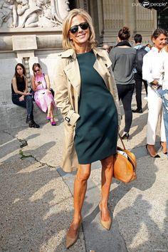 Claire Chazal arrive au Grand Palais pour assister au défilé Carven…