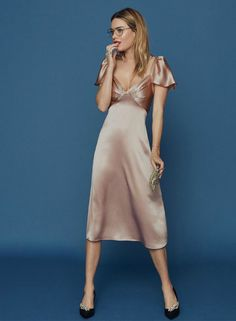 camille rowe wears a satin midi dress by reformation Valentines Date Outfit, Valentines Day Dresses, Ny Dress, Dress Me Up, Satin Dresses, Flapper Dresses, Satin Midi Dress, Silk Dress, Elegant Outfit