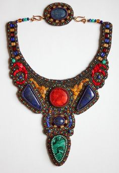 Albina Lapina is beadwork artist from Russia. She makes amazing  jewelry in different techniqes, every her piece is different and unique. 9.jpg (540×786)