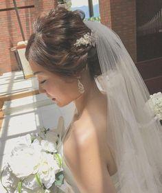 アラサー花嫁におすすめのラブリーすぎない30代のブライダルヘア | marry[マリー] Flower Crown Hairstyle, Crown Hairstyles, Wedding Hairstyles, Vintage Lace Weddings, Marriage Life, Wedding Makeup, Bridal Hair, Wedding Day, Wedding Inspiration