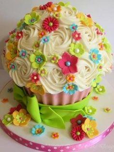 Cupcake image via www.Facebook.com/WildWickedWomen