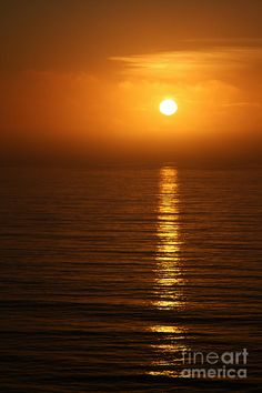 ✯ Golden glowing sunset on the Pacific Ocean in California