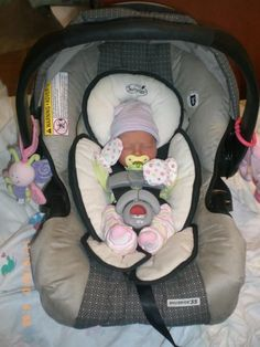 Newborn Baby Girl Car Seats you purchase will be based upon the height, weight and age of your child. Cute Little Baby, Baby Kind, Baby Love, Baby Girl Car Seats, Newborn Car Seat, Infant Car Seats, Best Baby Strollers, Wiedergeborene Babys, Foto Baby