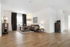 Åpen planløsning med mørke møbler. Stue Oversized Mirror, Zara, Furniture, Home Decor, Decoration Home, Room Decor, Home Furnishings, Home Interior Design, Home Decoration