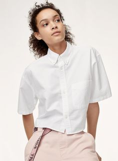 Tna took the oxford shirt and freshened it up. The Ament is made with soft cotton with a subtle structure, but the relaxed, cropped silhouette feels more skater than menswear. Button Downs, Button Down Shirt, Summer Pants, Crop Blouse, Cropped Top, Teen Fashion, Menswear, Street Style, Crop Tops