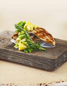 Kalkkunaa grillistä & avokado-ananas salsa Avokadoa, ananasta, kevätsipulia, sitruunan tai limetin mehua, ripaus pippuria ja ranskankermaa. + grillistä/halsterista valkoista kalaa tai kalkkunaa.