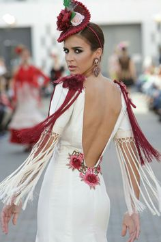 Sevillanas Red Frock, Flamenco Costume, Spanish Dress, Mode Simple, Spanish Fashion, Bridal Gowns, Wedding Dresses, Glamour, The Dress