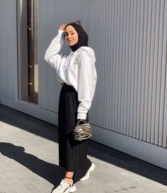 Hijab Fashion Summer, Modest Fashion Hijab, Modern Hijab Fashion, Street Hijab Fashion, Hijab Casual, Hijab Fashion Inspiration, Hijab Outfit, Muslim Fashion, Casual Chic