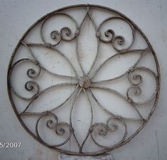 faux-ironwork with paper towel rolls Toilet Paper Roll Art, Toilet Paper Roll Crafts, Cardboard Crafts, Metal Crafts, Metal Projects, Iron Wall Art, Iron Art, Metal Wall Art, Atelier Creation