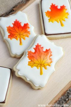 Haniela's: Colorful Fall Leaves Cookies Fall is full of warm and vibrant colors. Those red, yellow green and brown hues get me every year. They are like warm colorful blanket. Leaf Cookies, Fancy Cookies, Cut Out Cookies, Iced Cookies, Royal Icing Cookies, Sugar Cookies, Cookie Tutorials, Cake Decorating Tutorials, Fall Decorated Cookies