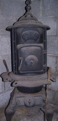 """ANTIQUE MITY OAK POT BELLY STOVE #115  Dad use to burn this in his """"Man Cave"""""""