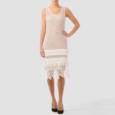 Hermoso vestido corto  Joseph Ribkoff con encaje y transparencias, un vestido que sin duda te hará ver hermosa y elegante en ese evento especial.