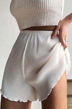 Look Fashion, Korean Fashion, Fashion Outfits, Fashion Tips, Fashion Quiz, Steampunk Fashion, Fashion History, Ladies Fashion, Gothic Fashion