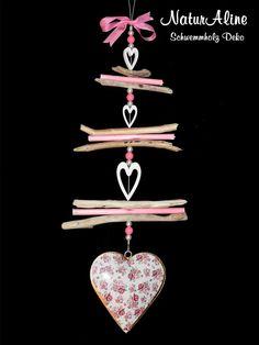 Die Shabby Chic Deko 382 ist eine Schwemmholz Girlande mit einem rosa geblümten Metallherz im Vintage Landhaus Stil. Direkt hier bestellbar! Shabby Chic Design, Driftwood Crafts, Art N Craft, Online Art Gallery, Diamond Earrings, Creativity, Vintage, Jewelry, Homemade Home Decor