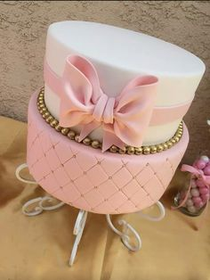Pink bow cake! I love it!