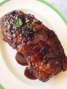 Dis een van die gewildste resepte in die Huiskok Glanskok kookboek – v… Roast Pork Neck Recipe, Slow Roast Pork, Slow Cooked Pork, Baked Pork, Pork Loin, Braai Recipes, Pork Recipes, Mexican Food Recipes, Cooking Recipes