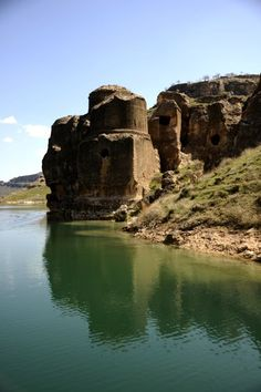 Eğil Asur Kral Kaya Mezarları | Diyarbakır Valiliği Kültür Turizm Proje Birimi