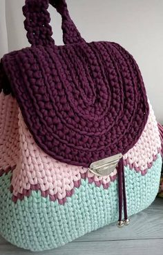 THE MOST WONDERFUL FREE CROCHET BAG MODELS 2019 – Page 27 of 28 Knitting pattern for easy knit earwarmer / headband. Crochet Backpack Pattern, Free Crochet Bag, Love Crochet, Knit Crochet, Crochet Feather, Beautiful Crochet, Crochet Handbags, Crochet Purses, Crochet Crafts