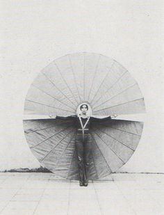 Rebecca Horn, Mechanischer Körperfächer (body fan 2) > the fan suits my body -- i carry it and i balance it on my shoulders so that head and sho...