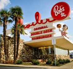 Get Down and Googie! Vintage Diner, Vintage Restaurant, Vintage Ads, Vintage Photos, Restaurant History, Big Boy Restaurants, Downey California, Arcade, Vintage Neon Signs