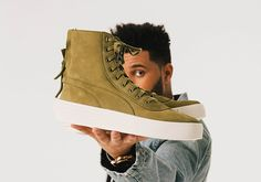 The Weeknd is a brand ambassador for Puma, and today the brand unveiled his new sneaker. Here's your first look at The Weeknd x Puma Parallel sneaker. Sneakers Looks, Puma Sneakers, New Sneakers, Puma The Weeknd, Puma Original, Brooklyn Style, Fancy Shoes, Shoe Gallery, Pumas Shoes