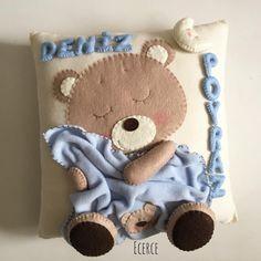 Felt teddy with blanket Baby Girl Room Decor, Baby Decor, Baby Room, Quilt Baby, Felt Crafts, Diy And Crafts, Bear Felt, Cot Blankets, White Decorative Pillows