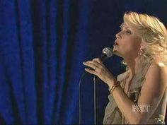 Faith Hill sings Silent Night