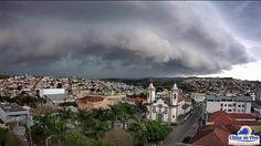 Registro de um vídeo impressionante de temporal em Oliveira e São Francisco de Paula/MG!