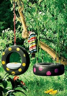 From tire swings to ottomans, there are many ways that you can repurpose old tires. Not only will you be helping the environment by reusing your old tires, you might save yourself some cash by making something that you want or need rather than buying it. Tire Garden, Garden Swings, Garden Junk, Garden Table, Glass Garden, Reuse Old Tires, Recycled Tires, Tire Swings, Diy Tire Swing