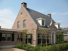 Village House Design, Village Houses, Stucco Homes, Living Styles, Home Reno, House Goals, Facade, Beautiful Homes, Brick
