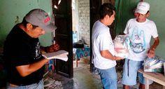 El equipo de trabajo del Sistema para el Desarrollo Integral de la Familia (DIF) Oaxaca continúa asistiendo a las familias afectadas por el sismo de 7.2 grados