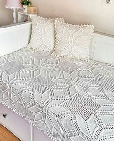 Embroidery for Beginners & Embroidery Stitches & Embroidery Patterns & Embroidery Funny & Machine Embroidery Crochet Bedspread Pattern, Crochet Quilt, Filet Crochet, Crochet Lace, Embroidery For Beginners, Knitting For Beginners, Baby Knitting Patterns, Crochet Patterns, Crochet Pillow Cases